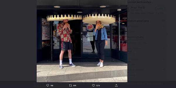 Pour rassurer ses clients durant le déconfinement, Burger King joue la carte de la dédramatisation avec ses couronnes géantes.