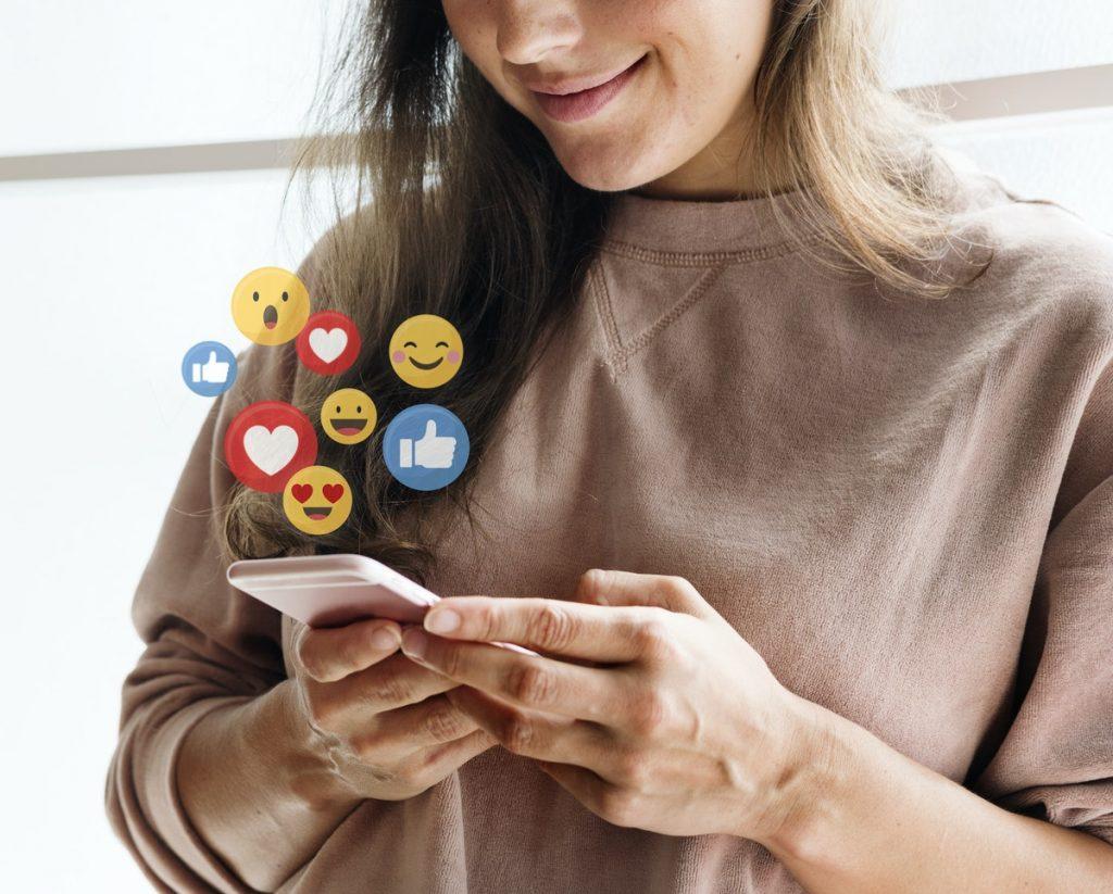 Les réseaux sociaux permettent d'avoir une véritable présence digitale et de nombreuses interactions sociales pour un budget relativement peu élevé