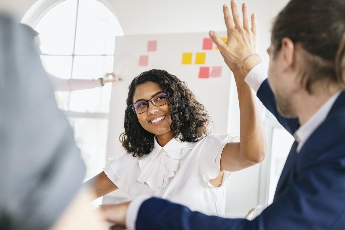 Selon l'étude OpinionWay pour Microsoft France1,le travail contribue au bonheur pour 72 % des actifs français.